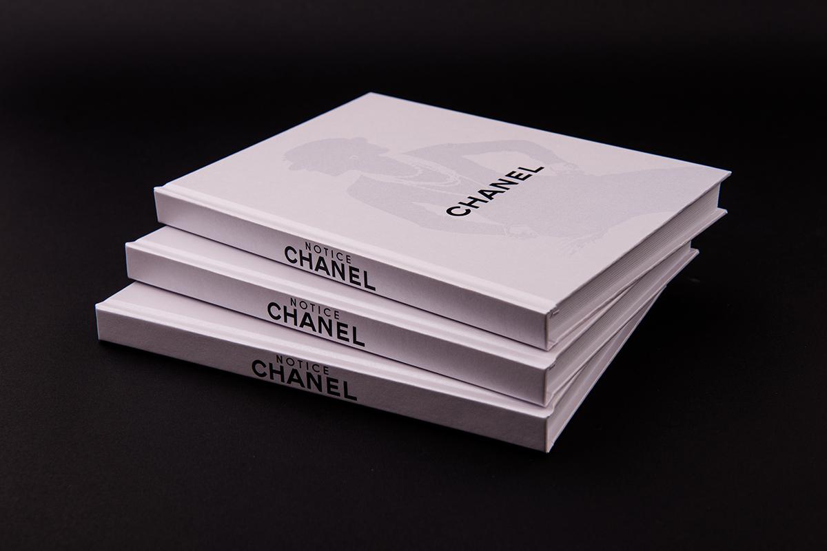 Модный блокнот Chanel White Silhouette
